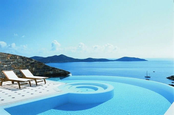 The 24 amazing pools you need to jump in before you die 17